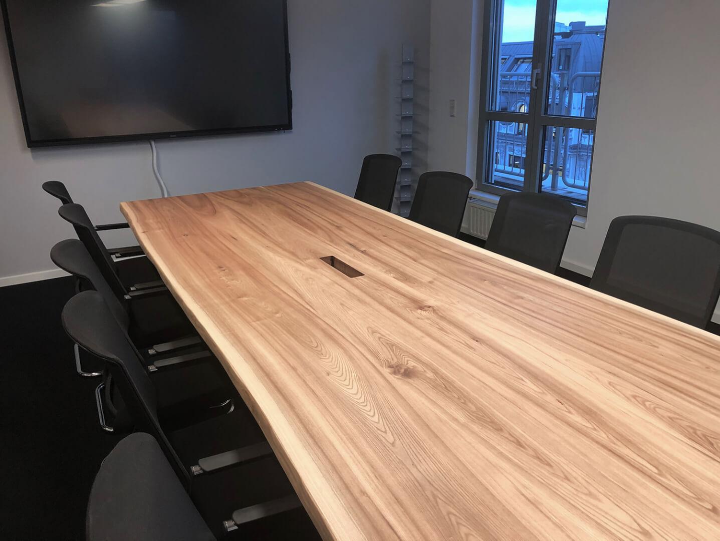 Konferenztisch mit Steckdosen | Eiche Konferenztisch, unverleimt