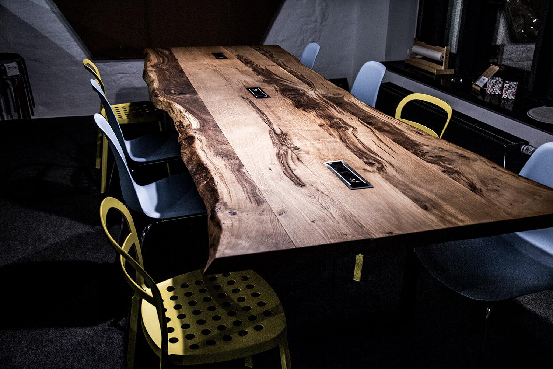 Konferenztisch individuell | Meetingtisch auf Maß
