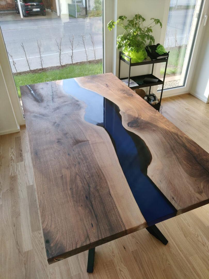 River Table | Massivholz | Flusstisch | farbiger Designertisch | Epoxidharz Tisch